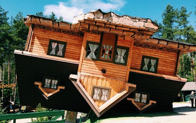 Rumah Upside-Down, Szymbark, Polandia